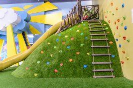 Искусственная трава в детских центрах